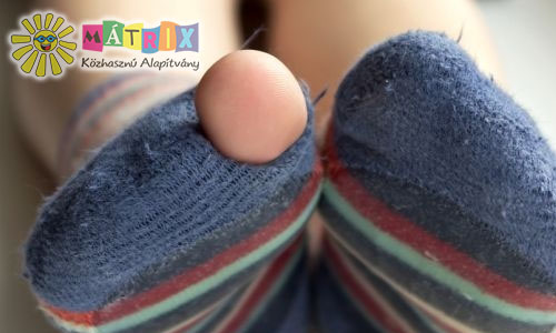 cipő ruha gyermekruha adományok